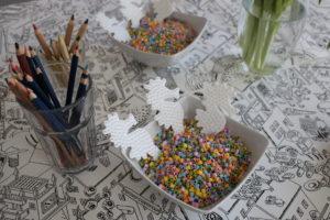 Zum vierten Geburtstag wünschte sich Bienchen eine Geburtstagsfeier. Aber nicht irgendeine, es sollte eine Arielle-Motto-Party werden. Deshalb schnall' deine Flossen fest, mach dich schon mal nass, denn jetzt biete ich dir Mee(h)r:-) Meerjungfrauen Party Schuppen