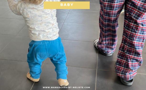Diese 3 Anzeichen signalisieren, dass dein Baby bald läuft + Krabbelschuh-Test