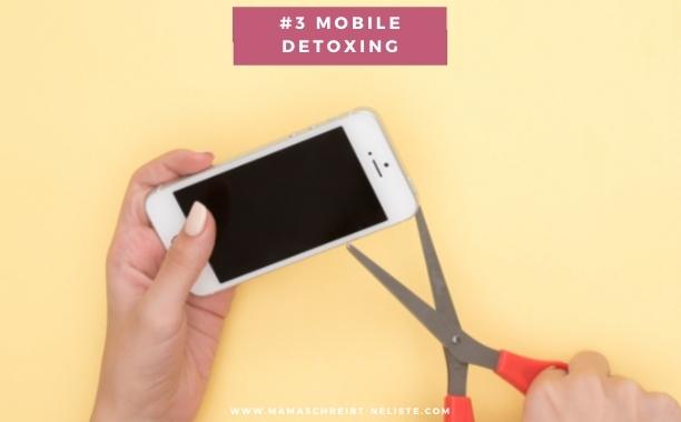 """nummer 3 wie Eltern paar bleiben #3 Mobile Detoxing: Wir benötigen ganz dringend (und da fasse ich mir auch an die eigene Nase) eine handyfreie Zeit, vielleicht kann das auch die """"Wie war dein Tag"""" Phase sein, jeder macht das ja individuell. Wichtig ist nur, dass wir das Handy weglegen und uns nicht ablenken lassen, wenn WIR sprechen."""
