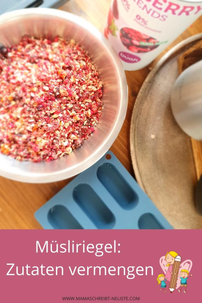 Ich habe ein super leckeres Müsli-Riegel Rezept zusammengestellt, welches du gleich in 3 unterschiedlichen Situationen verwenden kannst: als Frühstück mit etwas Milch, als Snack für den kleinen Hunger oder komplett als Ersatz-Mahlzeit. Welche Zutaten ich verwendet habe, verrate ich dir. Buah Früchte Mama schreibt ne Liste